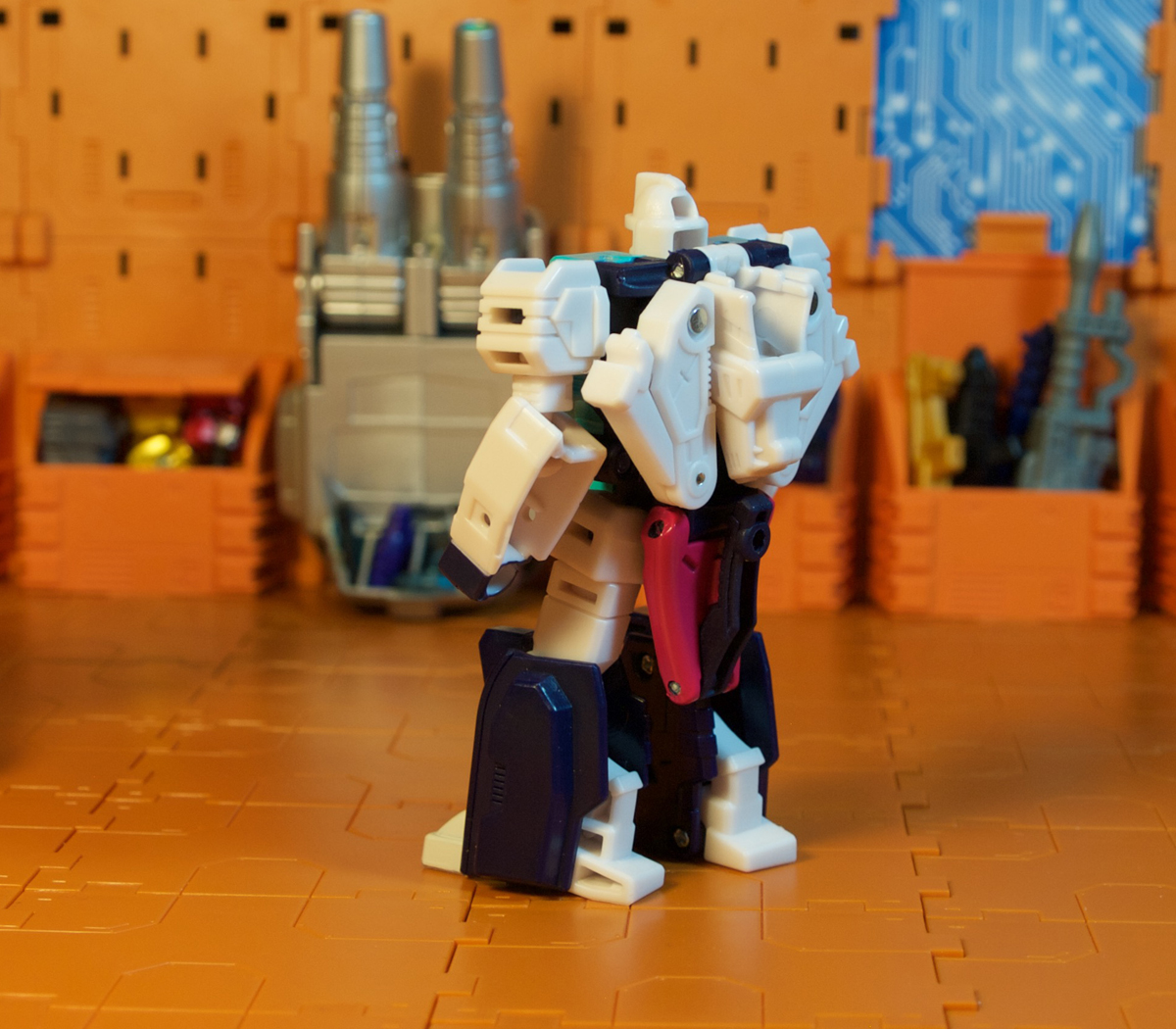 Pounce robot mode - suit tails
