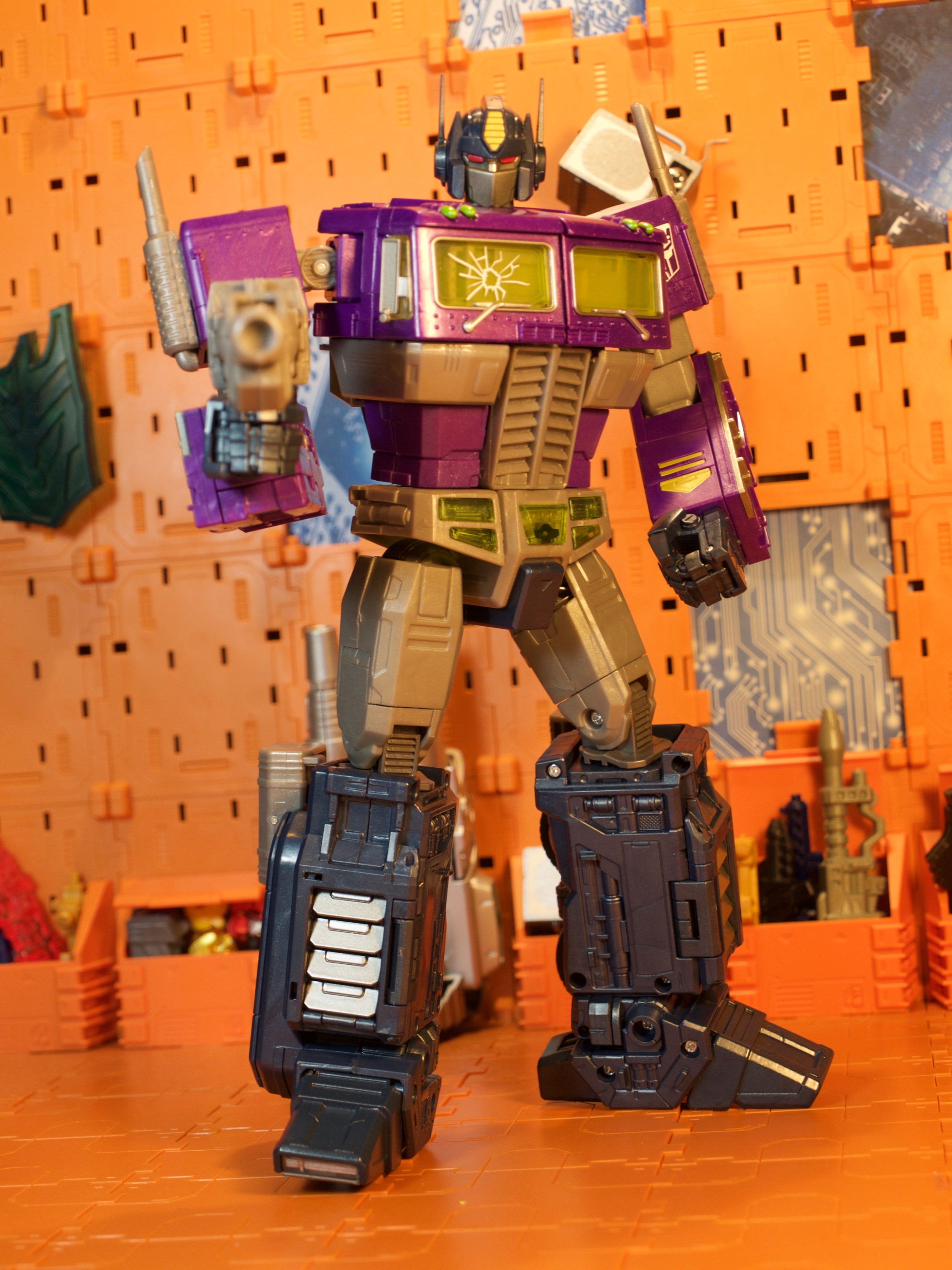 Shattered Glass Optimus Prime robot