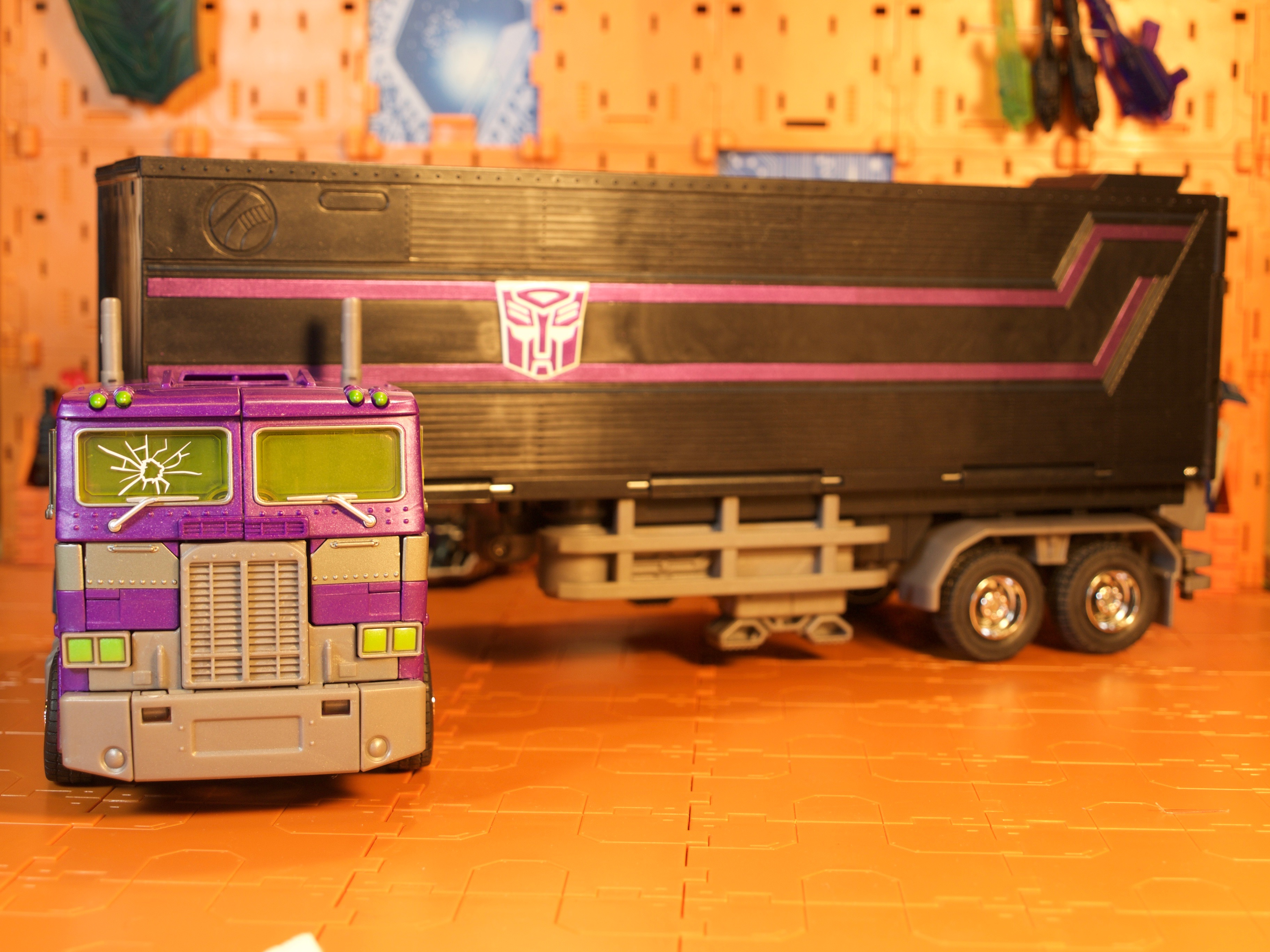 Shattered Glass Optimus Prime truck