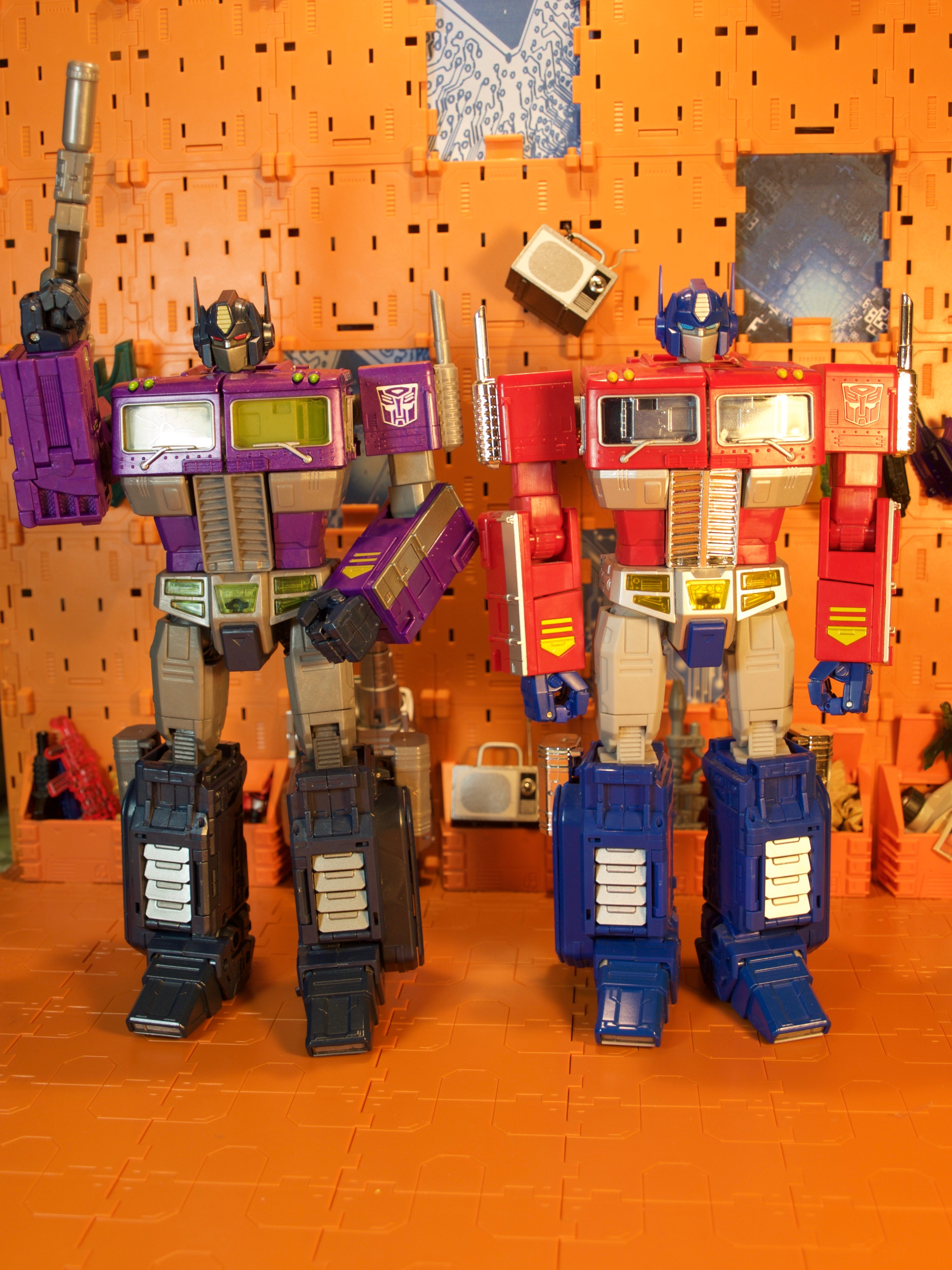 Shattered Glass Optimus Prime with G1