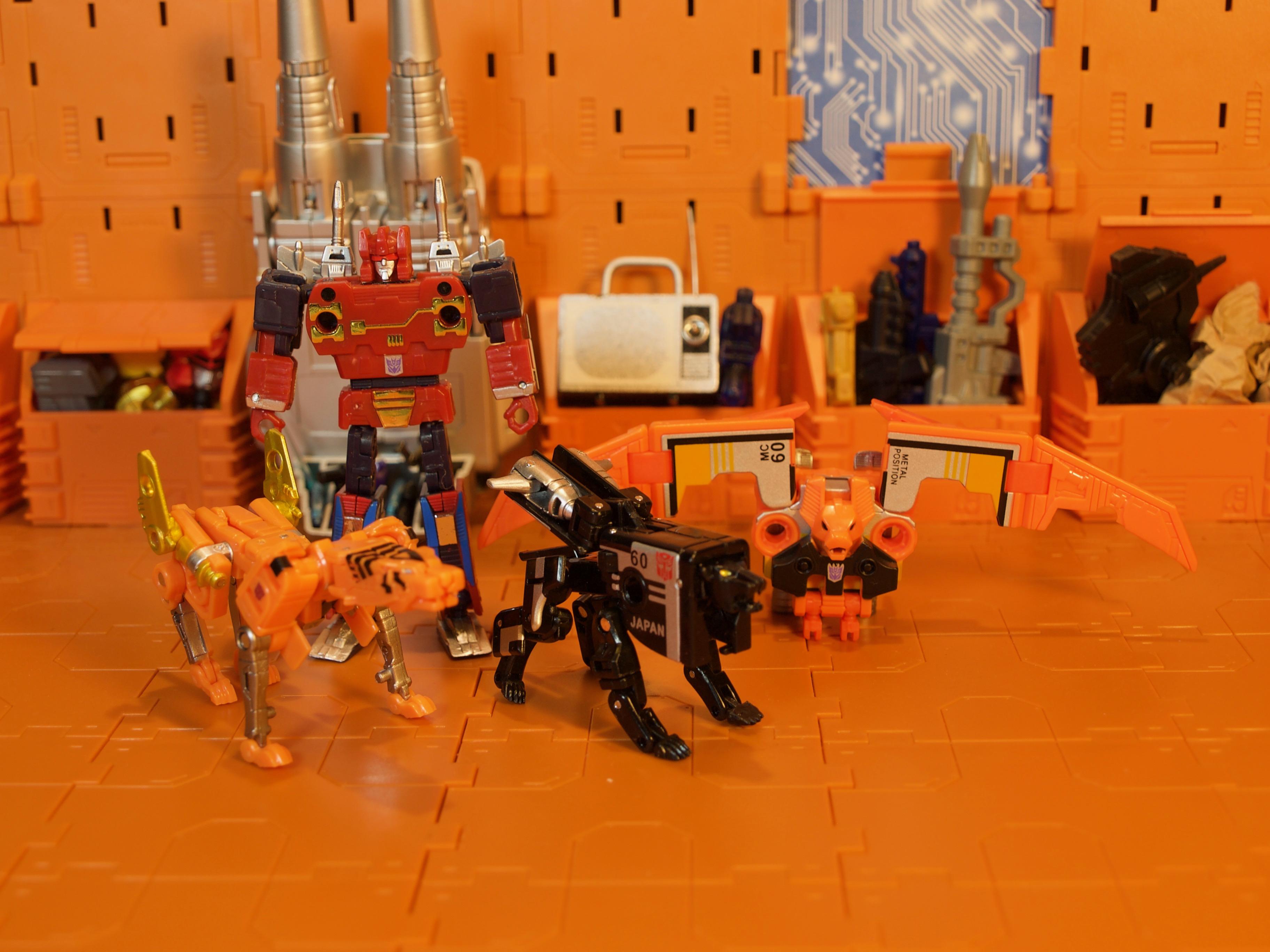 Cassettebot vs. Cassettron Beast Mode