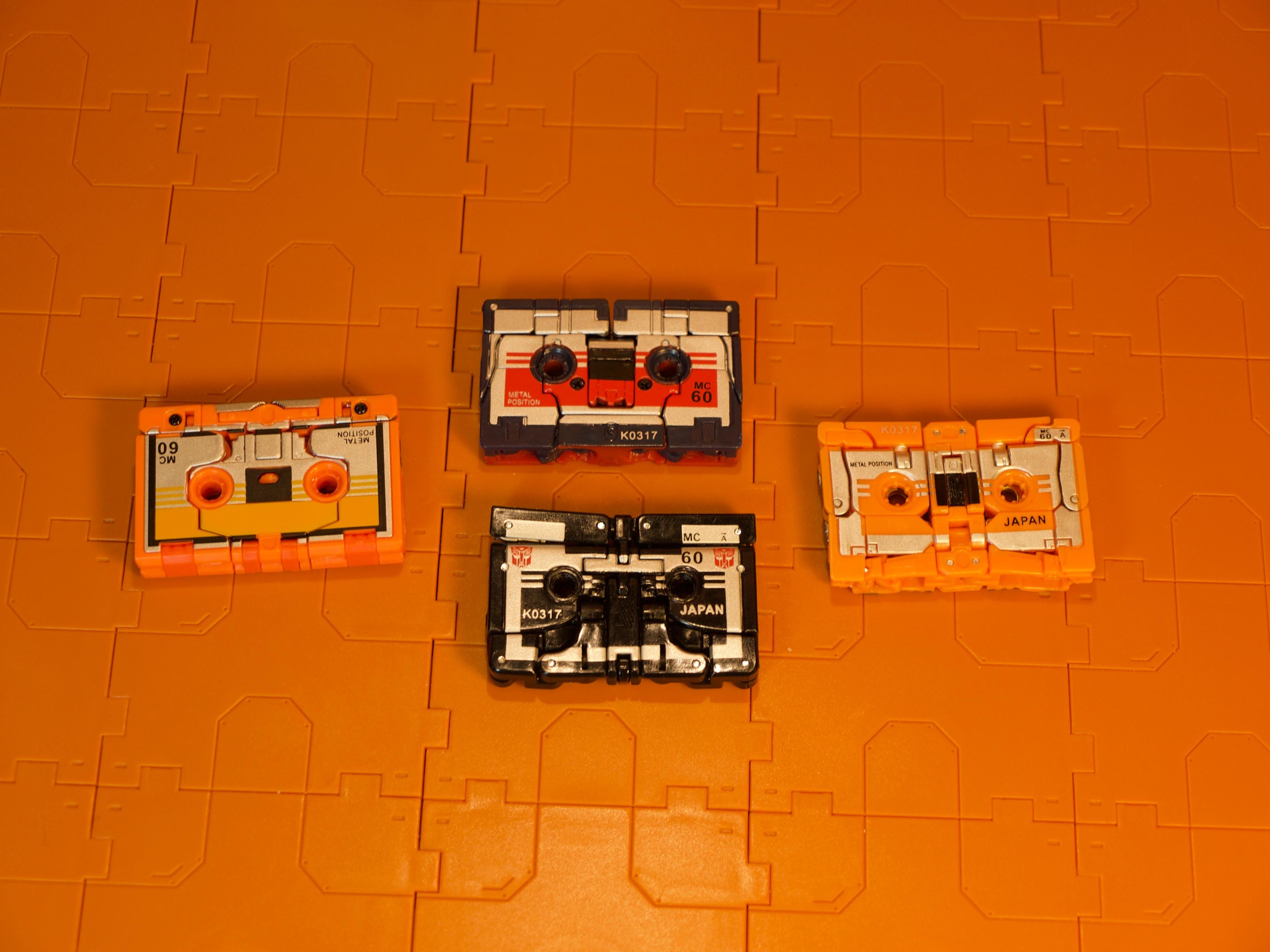Cassettebot vs. Cassettron Cassette Mode