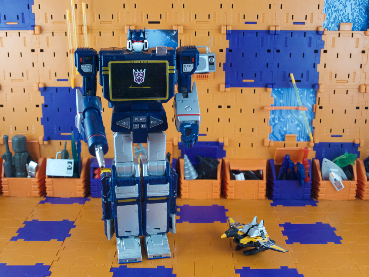 Masterpiece versions of Soundwave and Buzzsaw