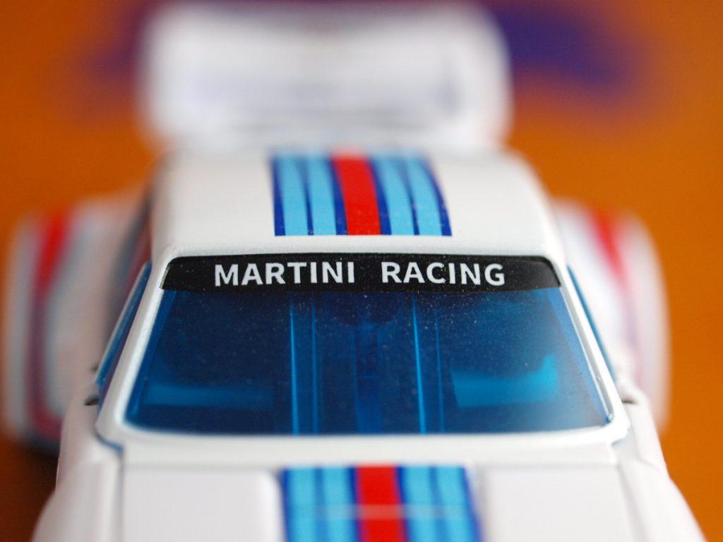 Maneros vehicle mode windshield details